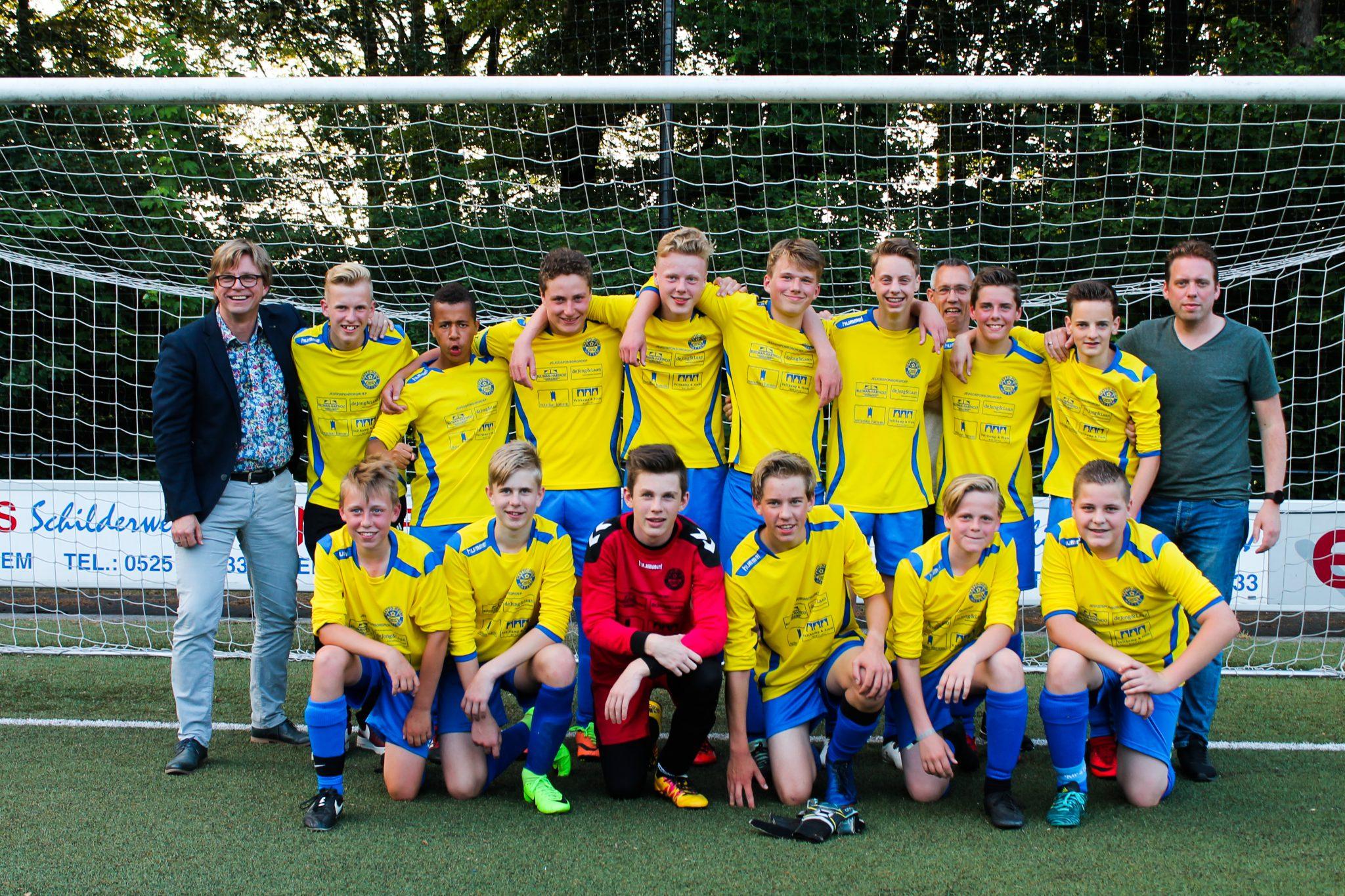 Bijzonder goed voetbaljaar 2017 - 2018 voor JO15 - 3 Hatto Heim!