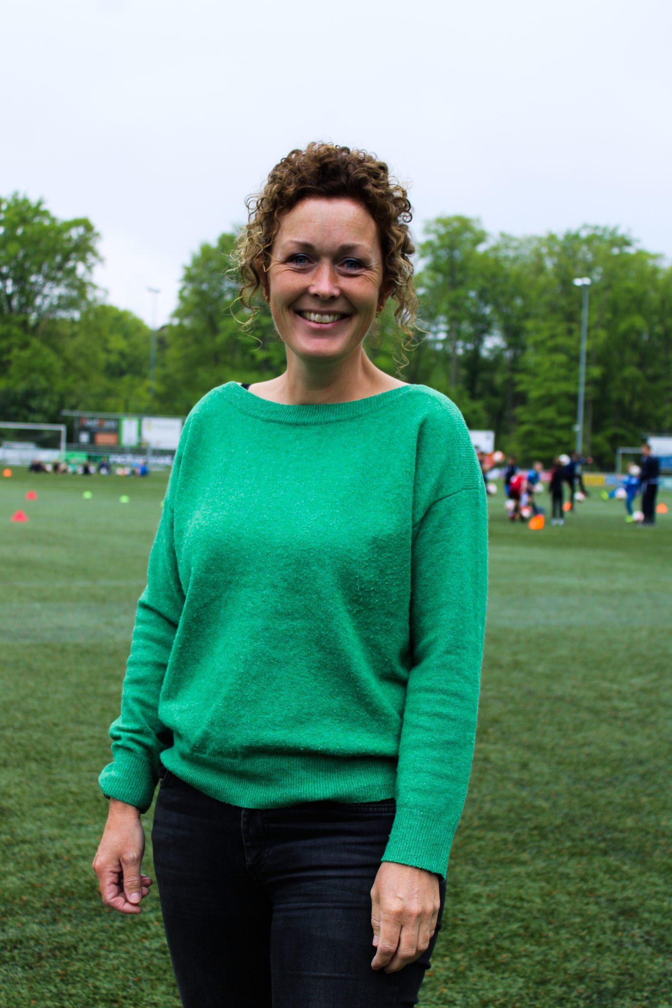 De nieuwe secretaris Heidi Eikelboom (HMC)stelt zich voor.