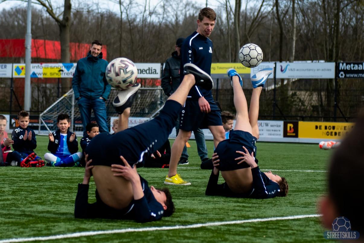 Regio Bank in Hattem organiseert freestyle voetbal clinics